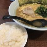 横浜家系ラーメン 府中家 - 大盛り&ライス