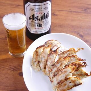 自家製焼き餃子の90円お得なビールセット!