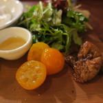 61682669 - パン盛りセット、リコッタチーズ添え オリーブオイルと蜂蜜、金柑とイチジクと、ラテ・マッキャート3