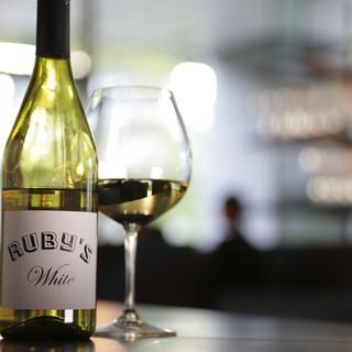ワインセラーから最高の一杯をお選びいただけます
