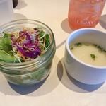 61684709 - 2017年1月:ロコモココンボ(\1400)…すぐに出てくるサラダとスープ