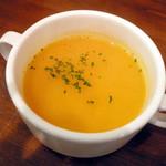 ザ ネイキッド - 【ランチ】スープ。かなり胡椒が効いていました。