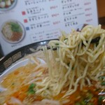 ももちゃんラーメン - 麺リフト