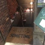 サムタイム - 階段を降りたらお店です