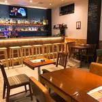 Kitchen&Bar UNION - テーブル席もありますので団体様も利用可能です。
