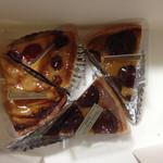 バイカル - 料理写真:タルトポヌ、タルトフランボワーズ、栗のタルト