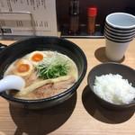 らーめん 伊藝 - 豚骨魚介らーめん 味玉入り  麺かため   白ごはん