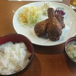 唐揚げの中村家 - ランチ定食Bセット 750円 唐揚げ3個、ごはん、味噌汁、サラダ