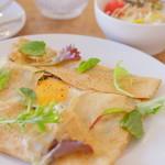 そば街カフェ&バー - ガレットのランチセット1200円 サラダとドリンク付