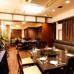 香港料理・リップスティック - 60名様迄ご利用が可能な3つ個室(翡翠・真珠・珊瑚)をご用意(30名~貸切可) 広々とした空間でお寛ぎ下さい