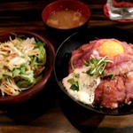 Red Rock - ローストビーフ丼並&サラダ汁セット