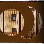 くろさわ - 黒澤監督の「明」をモチーフにした飾り窓です。