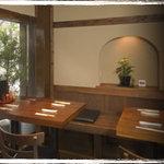 くろさわ - テーブル席は2名様用を3卓、4名様用を4卓ご用意しております。