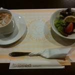 エスカルゴ - 料理写真:「セットのスープとサラダ」400円