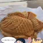 なおきのたい焼き - 焼き芋たい焼き(近くの浜辺でいただきました(^_^;))
