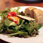 ロステリア・ランズ - 非常に酸味のあるサラダだった
