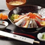千渡里 - 料理写真:だぁーまた丼お刺身な自家製卵焼きなど全部で15種類以上のネタが乗った海鮮どんぶりです。1人前1,890円です。