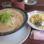 6174943 - 坦々麺と炒飯