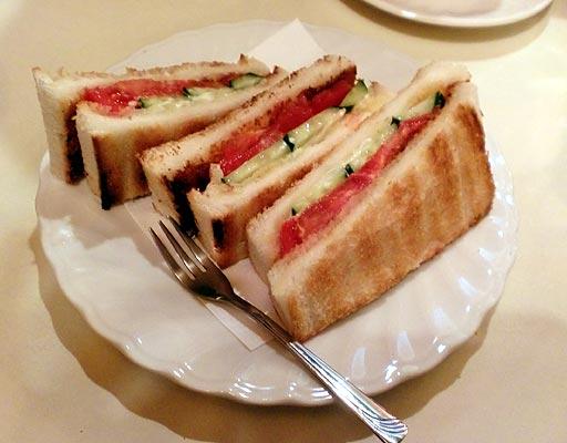 丘 - 野菜トースト。