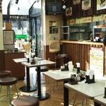 東海パーキングエリア(下り線) レストラン・スナックコーナー - 食堂のような店内