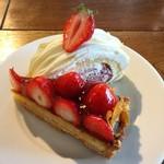 484cafe - 苺のタルト@ナパージュ厚めというかゼリーみたい。苺が甘い