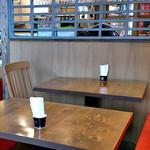 ラト・リーチェ お箸の国 de ジェラート - カフェスペースのテーブル席