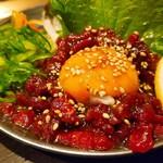 炭火焼肉ホルモンこてつ - 桜ユッケ