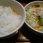 やよい軒 - ご飯とサラダ