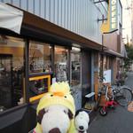 COZY Coffee Spot - 帝塚山の『それいゆ』さんでパンを買ったボキらは、2軒隣に去年2月にオープンした自家焙煎珈琲のお店に。最近この界隈はそれいゆさんを中心にとても活気があって、 新しいお店もどんどんオープンしている模様