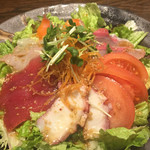 魚大将 うまかっぺや - 料理写真:魚大将サラダ¥580(税別)