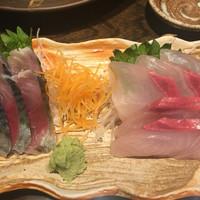 魚大将 うまかっぺや-しめ鯖¥350(税別)、カンパチ刺し¥380(税別)