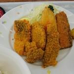 小川港魚河岸食堂 - カツオのへそ(心臓) 黒はんぺん、なると、さば、カツオの生利など