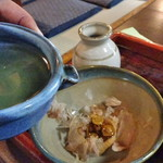 61753544 - 自分で「味噌つゆ」を作る、 味噌・なめこ・鰹節にだし汁を投入
