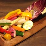 肉バル 肉ソン大統領 - 季節野菜の窯焼きバーニャカウダ