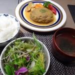 61754213 - ◆ミツボシハンバーグ・ジャポネソース(900円:税込)、サラダ、スープ、ご飯付。