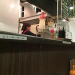 キッチン大正軒 - カウンター席からの眺め