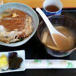 ドライブイン錦 - カツ丼600円と味噌汁150円 計750円
