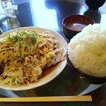 金魚鉢 - 「冷し豚ゴマダレポンズ(ご飯大盛り)」890円+「おかず大盛り」100円