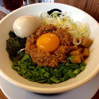 麺や マルショウ 豊中本店 - 「台湾まぜそば」(780円)。クーポンで味玉追加状態。