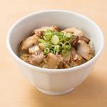 うまい麺には福来たる - 【ほろほろチャーシュー丼】250円  自慢の炙りチャーシューをご飯に盛りました。ほろほろのチャーシューが口の中いっぱいに広がり箸が止まりません。