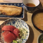 季節料理 千とせ - 鯖塩焼き定食に半刺身