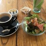 フェスティバン - コーヒーとサラダ