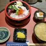 やひろ丸 新橋港 - 「海鮮ちらし」1,000円。