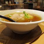 麺や 佐渡友 - 醤油らー麺 魚介ガツン700円