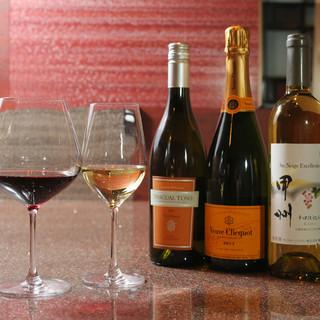 ワインと串揚げのマリアージュをお楽しみください。