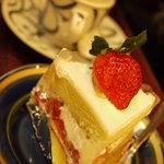 純喫茶マウンテン - ケーキセットの自家製ショートケーキ