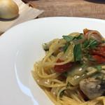 フィオリータ - 加茂湖の牡蠣とドライトマトと玉ねぎのスパゲッティ