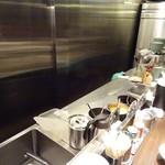 あかばね濱家 - 客席から見える厨房