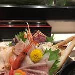軍ちゃん - 冬の海鮮丼上。鱈汁に。ぶり絶品
