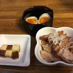 ます道庵 - 燻製たまご¥150、ベビーチーズ燻製¥150、おつまみ燻製〜自家製鶏もも肉ハム〜¥350
